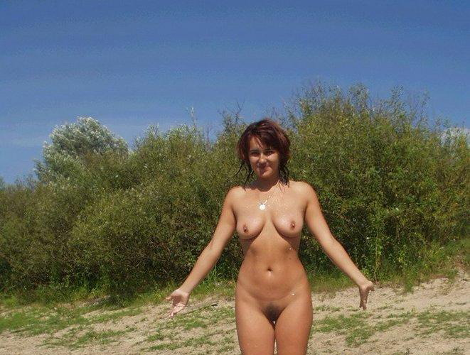 Beautiful babe showing her naked body